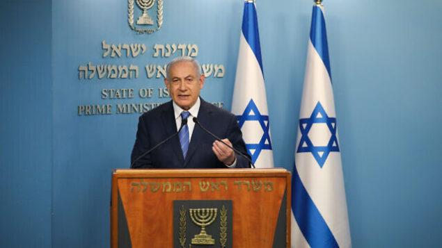 رئيس الوزراء بنيامين نتنياهو يتحدث خلال مؤتمر صحفي حول فيروس كورونا COVID-19، في مكتب رئاسة الحكومة في القدس، 25 مارس، 2020. (Olivier Fitoussi/Flash90)