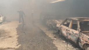 شارع يملأه الدخان في مخيم النصيرات في غزة جراء نشوب حريق في 5 مارس، 2020. (Screenshot: Al-Aqsa TV)