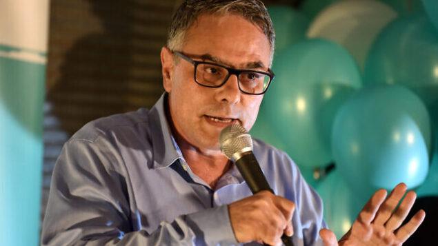 امطانس شحادة، رئيس حزب 'التجمع' الشريك في تحالف 'القائمة المشتركة'، في حدث إنتخابي، 20 أغسطس، 2019. (Gili Yaari / Flash90)