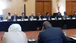 دانا بنفنستي - غباي، مديرة الأمن الإقليمي ومكافحة الإرهاب في وزارة الخارجية، تجلس امام مندوبين من ليبيريا والكويت خلال مؤتمر عملية وارسو لمكافحة الإرهاب في المغرب، مارس 2020 (MFA)