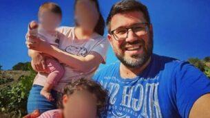 باراك بن عامي مع زوجته وطفلتيهما.(Courtesy)