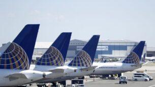 طائرات تجارية تابعة لشركة يونايتد إيرلاينز عند بوابة في المبنى C لمطار نيوارك ليبرتي الدولي، في نيوارك، نيو جيرسي، 18 يوليو 2018 (AP / Julio Cortez)