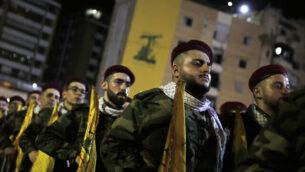مقاتلون تابعون لحزب الله في مسيرة لإحياء 'يوم القدس' في الضاحية الجنوبية لبيروت،  لبنان، 31 مايو، 2019. (AP Photo/Hassan Ammar)