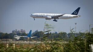 صورة توضيحية لطائرة تابعة لشركة يونايتد إيرلاينز تقلع من مطار بن غوريون الدولي، 18 يونيو 2013. (Moshe Shai / Flash90)