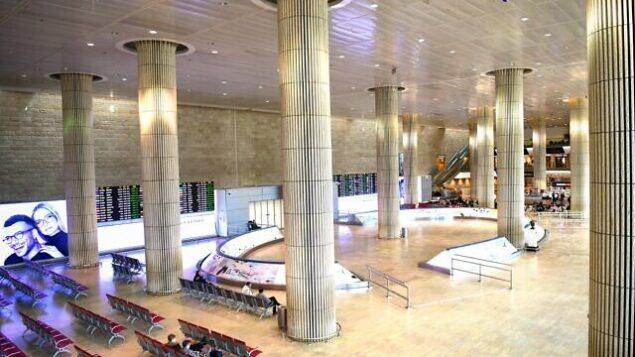 قاعة الواصلين الخالية في مطار بن غوريون الدولي، 11 مارس، 2020. (Flash90)
