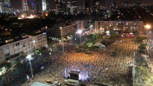 مظاهرة ضد رئيس الوزراء بنيامين نتنياهو في ساحة رابين، تل أبيب، 19 أبريل 2020 (courtesy of Black Flag protest)