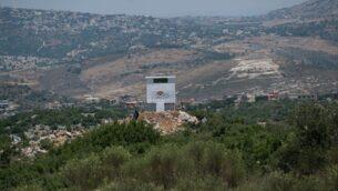 منشأة تابعة لجمعية 'أخضر بلا حدود' البيئية اللبنانية التي يقول الجيش الإسرائيلي إنها تستخدم كنقطة مراقبة لحزب الله على الحدود الإسرائيلية-اللبنانية، تم نشرها في 22 يونيو، 2017 (IDF Spokesperson's Unit)