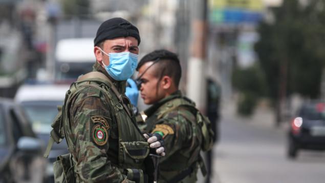 عناصر في قوى الأمن التابعة للسلطة الفلسطينية في قرية بيتونيا في وسط الضفة الغربية، 6 أبريل،  2020. (Credit: Wafa)