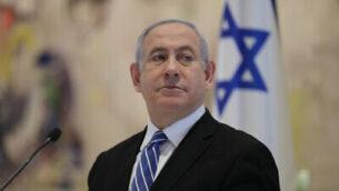 رئيس الوزراء بنيامين نتنياهو يترأس أول جلسة مجلس الوزراء للحكومة الجديدة في قاعة 'شاغال' بالكنيست في القدس، 24 مايو 2020. (Abir Sultan/Pool Photo via AP)
