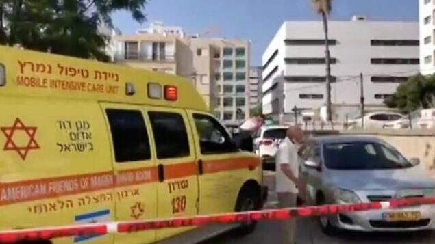 لقطة شاشة من مقطع فيديو للموقع الذي أعلن فيها عن وفاة رجل بعد العثور عليه فاقدا للوعي داخل سيارته في خضم موجة حر، 18 مايو، 2020. (Channel 12 news)