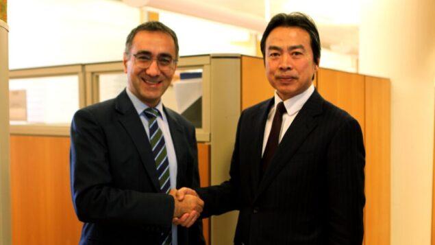 السفير الصيني لدى إسرائيل دو وي يلتقي بمدير بروتوكول وزارة الخارجية الإسرائيلية ميرون رؤوفين، 23 مارس 2020 (MFA)