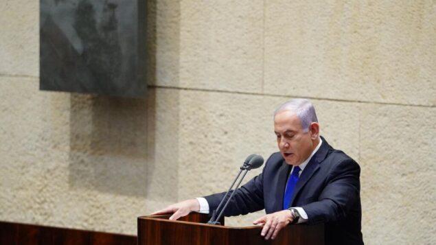 رئيس الوزراء بنيامين نتنياهو يقدم الحكومة الخامسة والثلاثين إلى الكنيست، 17 مايو 2020 (Knesset/Adina Veldman)