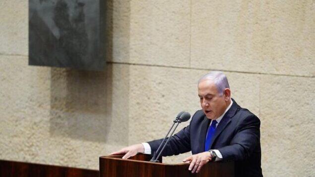 رئيس الوزراء بنيامين نتنياهو يقدم الحكومة الإسرائيلية ال35 للكنيست، 17 مايو، 2020.  (Knesset/Adina Veldman)