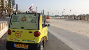 سيارة إسعاف نجمة داود الحمراء في تل أبيب، 17 مايو 2020. (Magen David Adom)