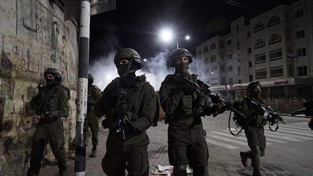 توضيحية: جنود إسرائيليون يشاركون في عمليات في الضفة الغربية.  (Israel Defense Forces)