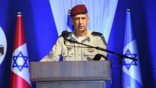 رئيس أركان الجيش الإسرائيلي، أفيف كوخافي، يتحدث في مراسيم لقيادة الجبهة الداخلية، 19 مايو 2020. (Israel Defense Forces)