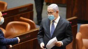 رئيس الوزراء بنيامين نتنياهو في الكنيست، 30 أبريل 2020 (screen capture via Knesset website)