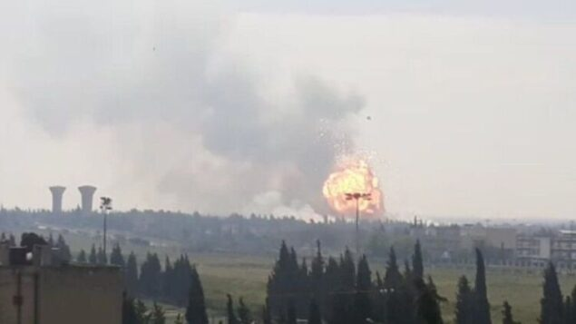 انفجار ناجم عن غارة إسرائيلية مزعومة على مخبأ أسلحة لمنظمة 'حزب الله' بالقرب من حمص في وسط سوريا، 1 مايو، 2020. (Screen capture: Twitter)