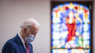 جو بايدن يتحدث مع رجال دين وقادة المجتمع في كنيسة في ويلمنغتون، ديلاوير، 1 يونيو 2020 (JIM WATSON / AFP)