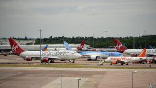 طائرات في مدرج مطار مانشستر في شمال غرب إنجلترا، 8 يونيو 2020 (OLI SCARFF / AFP)