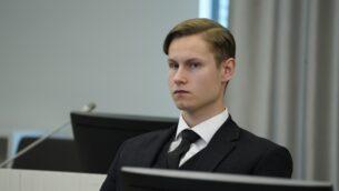 فيليب مانهاوس جالس في المحكمة قبل الحكم عليه بالإرهاب والقتل في محكمة منطقة أسكر وبيروم غرب أوسلو، 11 يونيو 2020. (Håkon Mosvold Larsen / NTB Scanpix / AFP)
