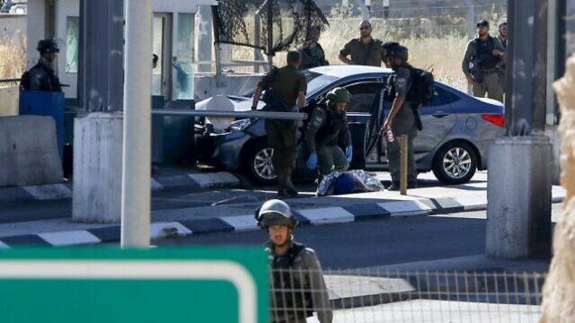 موقع محاولة هجوم الدهس عند حاجز قرب أبو ديس، شرقي القدس، 23 يونيو، 2020. (Musa Al SHAER/AFP)