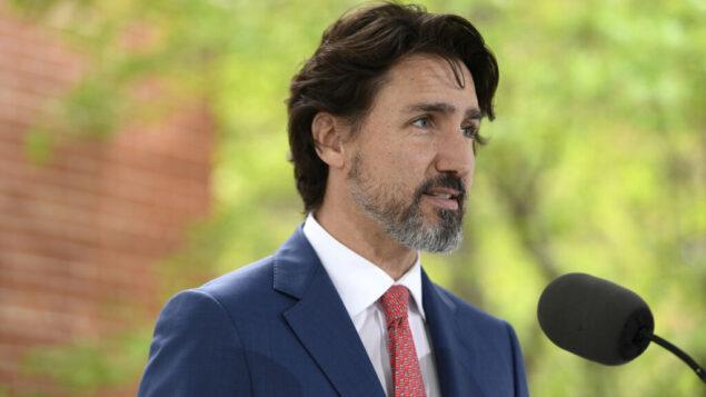رئيس الوزراء الكندي جاستن ترودو خلال مؤتمره الصحفي اليومي حول جائحة كوفيد-19 خارج مقر إقامته في ريدو كوتاج في أوتاوا، أونتاريو، 19 مايو 2020 (Justin Tang/The Canadian Press via AP, File)