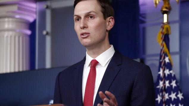 مستشار البيت الأبيض جاريد كوشنر يتحدث في البيت الأبيض، 2 أبريل، 2020.  (AP Photo/Alex Brandon)