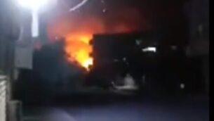 انفجارا  في مدينة حماة السورية بعد غارات إسرائيلية مفترضة، 24 يونيو، 2020.(Screencapture/Twitter)