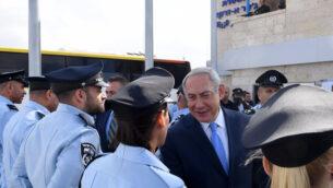 صورة توضيحية: رئيس الوزراء بنيامين نتنياهو في حفل افتتاح مركز شرطة جديد في بلدة جسر الزرقاء شمال إسرائيل، 21 نوفمبر 2017. (Kobi Gideon / GPO)