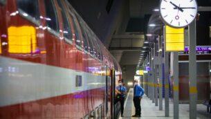 محطة قطار يتسحاك نافون الفارغة في القدس، بسبب القيود التي أعقبت انتشار فيروس كورونا، 11 مايو 2020. (Olivier Fitoussi / Flash90)