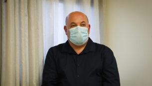 بروفيسور إيتمار بن غروتو في مؤتمر صحفي بشأن فيروس كورونا، في وزارة الصحة بالقدس، 31 مايو، 2020. (Flash90)