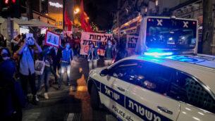 تظاهرة في القدس ضد مقتل إياد الحلاق وجورج فلويد على يد شرطيين، 2 يونيو، 2020.(Olivier Fitoussi/Flash90)