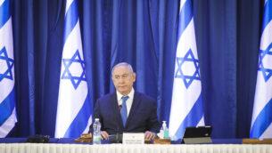 رئيس الوزراء بنيامين نتنياهو في الجلسة الأسبوعية للحكومة، في مقر وزارة الخارجية في القدس، 21 يونيو، 2020.  (Marc Israel Sellem)