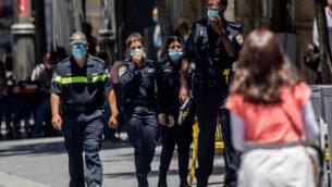 أفراد شرطة في شارع 'يافا' وسط مدينة القدس، 30 يونيو، 2020.(Yonatan Sindel/Flash90)