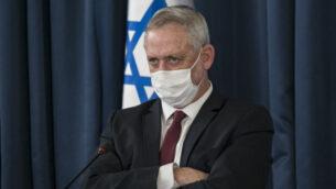 وزير الدفاع بيني غانتس في الاجتماع الأسبوعي لمجلس الوزراء بوزارة الخارجية في القدس، 28 يونيو 2020. (Olivier Fitoussi / Flash90)