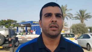 لقطة شاشة من فيديو لسائق التاكسي العربي الإسرائيلي إسماعيل بسيس الذي تعرض لاعتداء من قبل رجلين من بني براك لكونه عربي (Ynet)