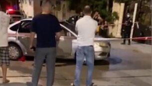 لقطة شاشة من مقطع فيديو في الموقع مقتل رجل بالرصاص في بلدة جت شمال إسرائيل، 18 يونيو 2020. (Ynet)