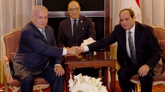 رئيس الوزراء بينيامين نتنياهو يلتقي بالرئيس المصري عبد الفتاح السيسي على هامش الجمعية العامة للأمم المتحدة في نيويورك، 27 سبتمبر، 2018. (Avi Ohayon / PMO)
