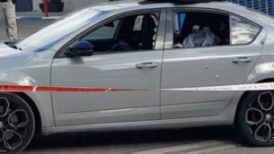 لقطة شاشة من فيديو لسيارة أصيب فيها ثلاثة رجال، قُتل احدهم، في بلدة باقة الغربية شمال إسرائيل، 23 يونيو 2020. (Ynet)