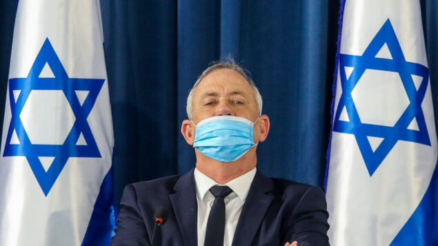 وزير الدفاع بيني غانتس في اجتماع مجلس الوزراء الأسبوعي في وزارة الخارجية في القدس، 7 يونيو 2020. (Marc Israel Sellem / POOL)