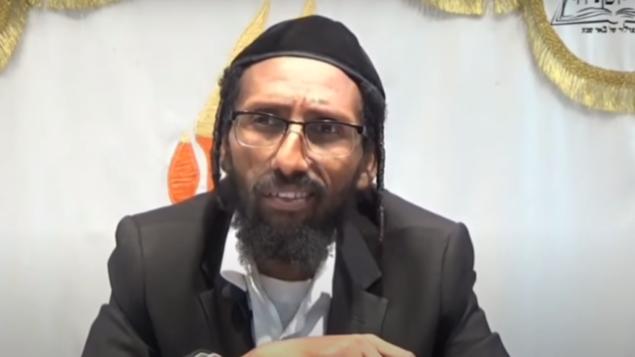 عضو الكنيست عن حزب 'شاس' باروخ غزاهاي خلال درس في عام 2016. (Screenshot: YouTube)