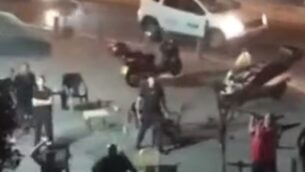 مشجعو فريق 'مكابي تل أبيب' لكرة القدم يقومون بأعمال شغب في يافا (YouTube screenshot)