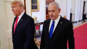 الرئيس الأمريكي دونالد ترامب ورئيس الوزراء الإسرائيلي بنيامين نتنياهو يصلان للإعلان عن خطة ترامب للسلام في الشرق الأوسط، في البيت الأبيض، 28 يناير2020. (Mandel Ngan/AFP via Getty Images via JTA)