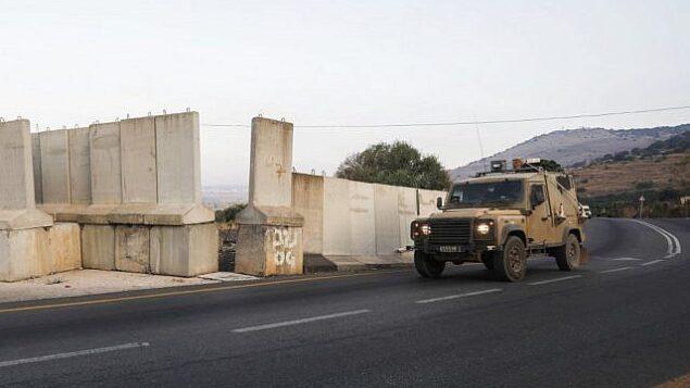 توضيحية: مركبة عسكرية إسرائيلية تقوم بدورية على الحدود الإسرائيلية-اللبنانية بالقرب من قرية الغجر، 26 أغسطس، 2019. (JALAA MAREY / AFP)