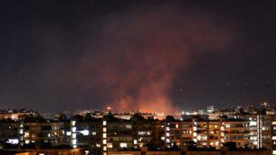 الدخان يتصاعد بعد غارة جوية إسرائيلية مزعومة استهدفت جنوب دمشق، سوريا، 20 يوليو 2020 (AFP)