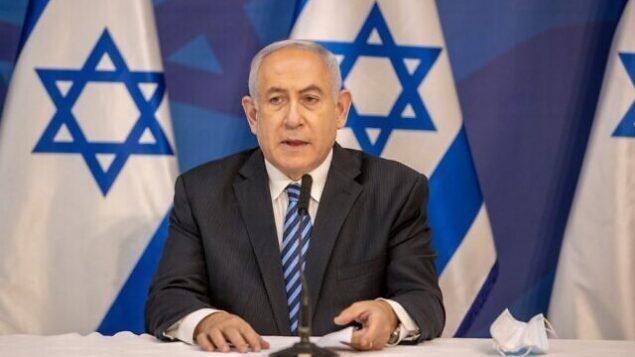 رئيس الوزراء بنيامين نتنياهو يدلي ببيان متلفز في وزارة الدفاع بتل أبيب، 27 يوليو، 2020.  (Tal Shahar/Pool/AFP)
