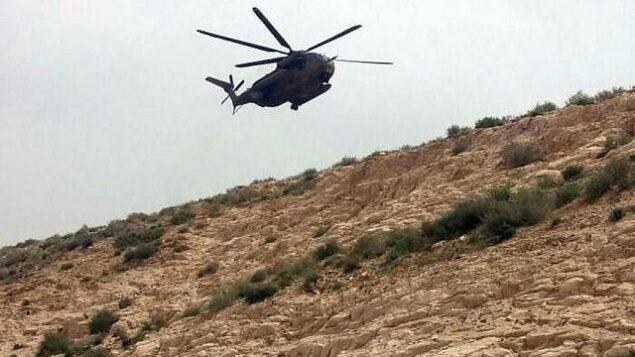 توضيحية: مروحية عسكرية إسرائيلية تم استدعاؤها لإجلاء جثة امرأة لقيت حتفها بعد سقوطها في وادي القلط، قرب القدس.  (MDA)