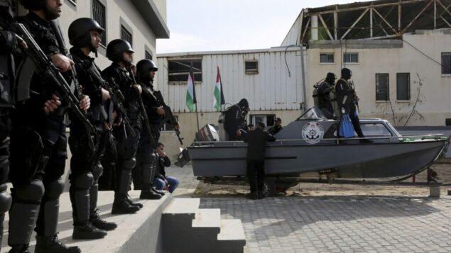 القوات البحرية التابعة لحركة حماس الفلسطينية خلال حفل افتتاح أول مقر للبحرية الفلسطينية في مدينة غزة، 22 ديسمبر 2016. (AP / Adel Hana)