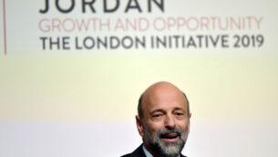 رئيس الوزراء الأردني عمر الرزاز يتحدث في مؤتمر النمو والفرص الأردني في لندن، 28 فبراير 2019. (Toby Melville/PA via AP)